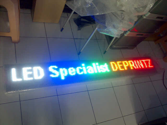 Berpromosi Murah dengan RUNNING TEXT / MOVING SIGN LED